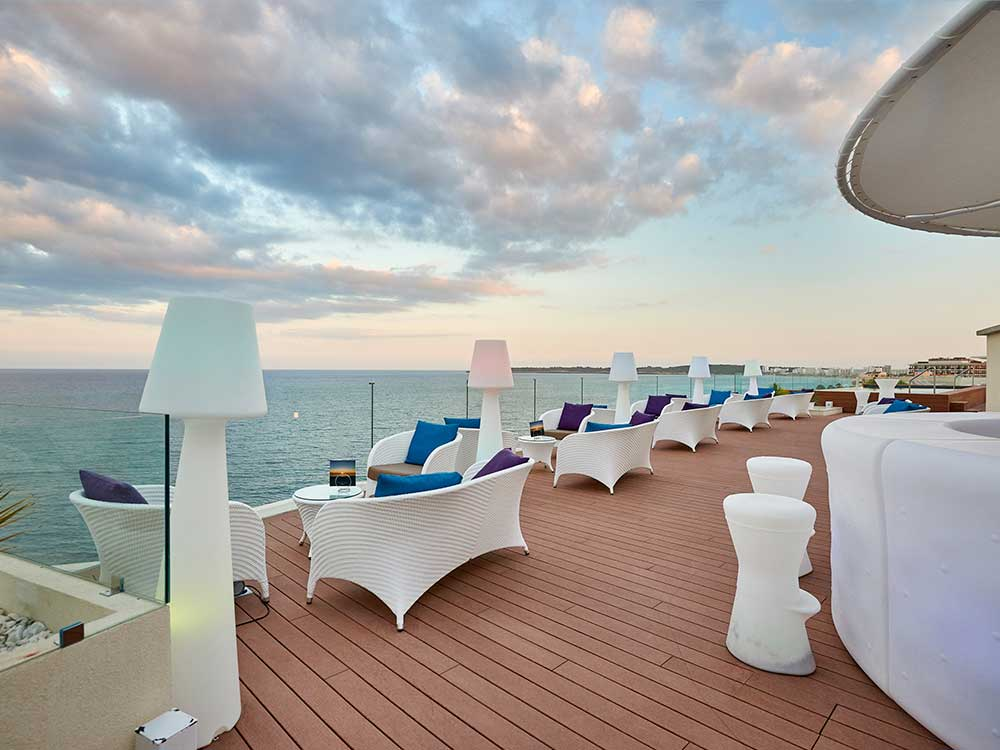 Opinions reviews about the protur alicia hotel cala bona - Terraza chill out ...