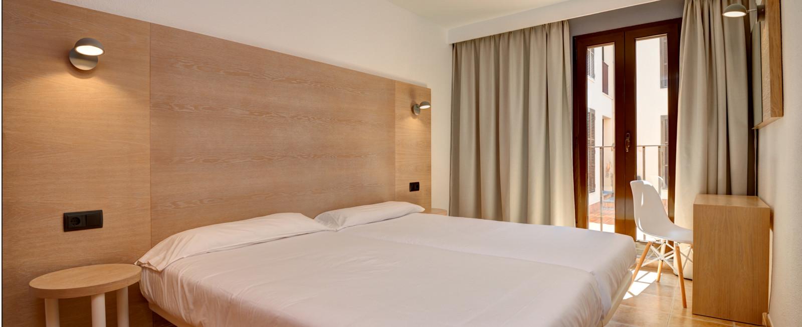 Zimmer Protur Floriana Resort Aparthotel Cala Bona, Mallorca ...