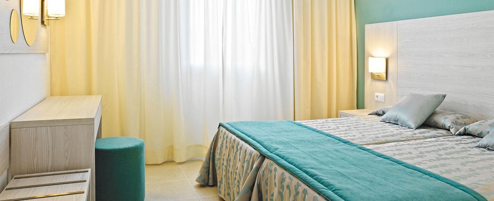 apartamento-sin-vistas-dormitorio-protur-safari-park-aparhotel