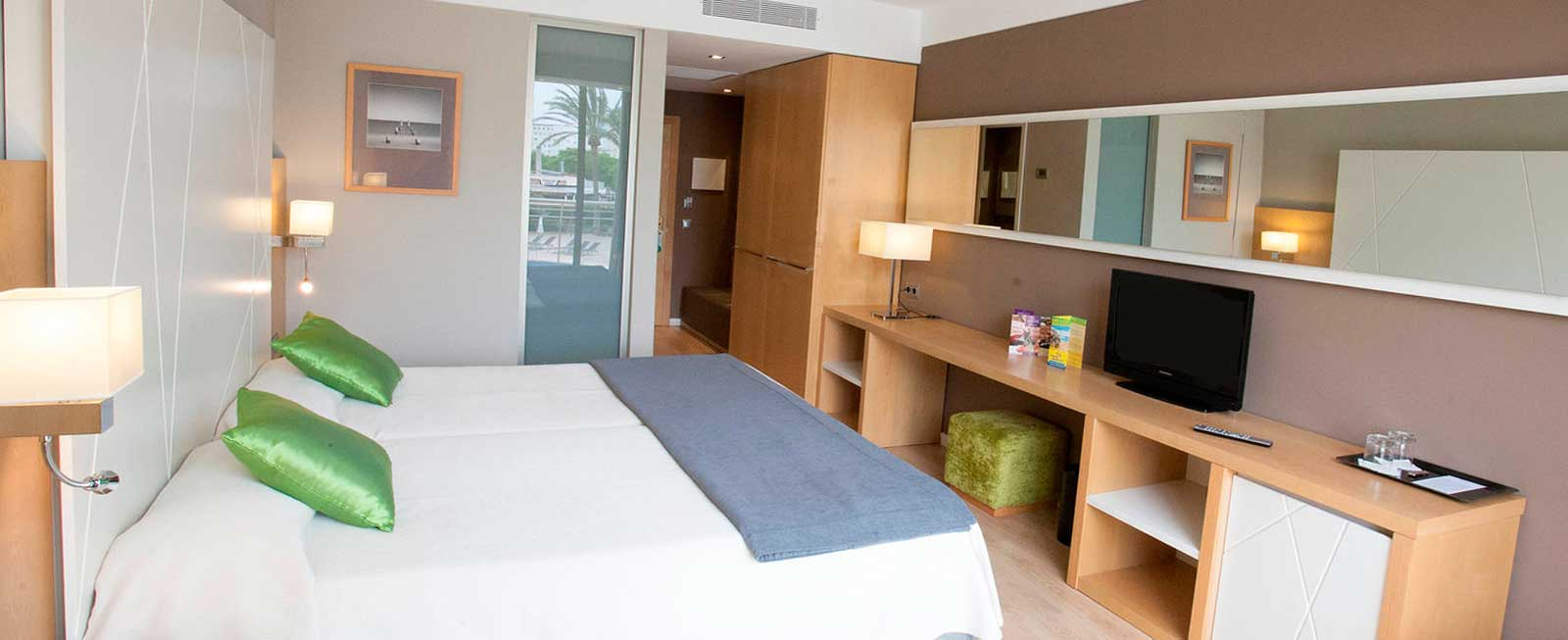 doble swim up room protur sa coma playa hotel spa