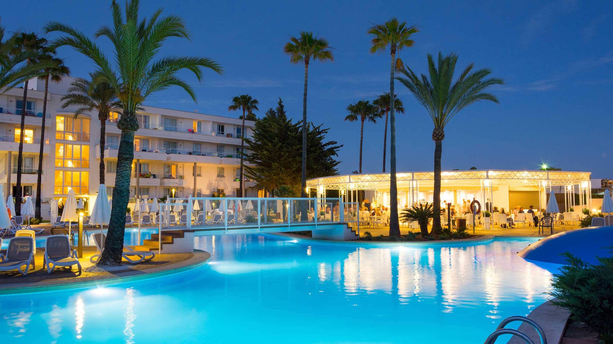 Bien-aimé Protur Vista Badia Aparthotel in Sa Coma, Majorca - Protur Hotels QM81